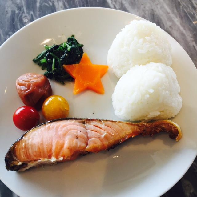 塩むすび摂食 (3)